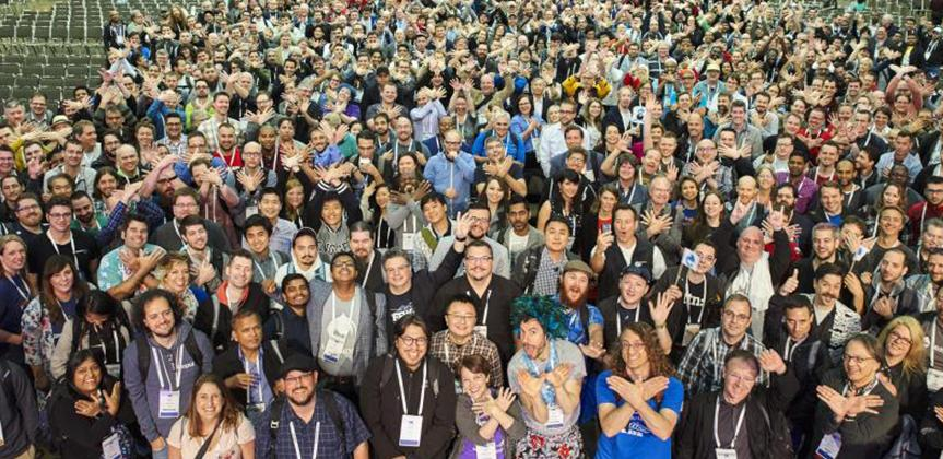 Hundreds of DrupalCon attendees posing for a photo.